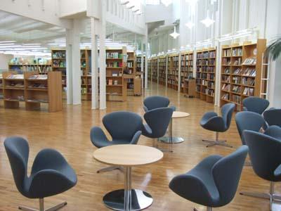 Vallilan kirjasto sisältä